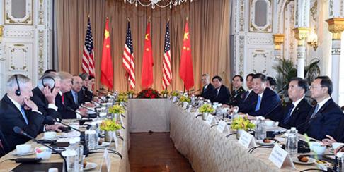 도널드 트럼프 미국 대통령과 시진핑 중국 국가주석이 7일 플로리다주 마라라고 리조트에서 정상회담을 갖고 있다. /신화망