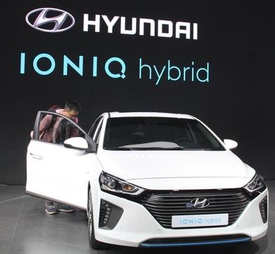 지난해 베이징모터쇼에 출품한 현대차의 아이오닉 하이브리드 /조선비즈