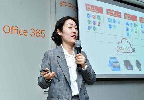 마이크로소프트 오피스 365 간담회에서 인텔리전스 기능으로 새로워진 오피스 365를 설명하고 있는 유현경 한국마이크로소프트 오피스 마케팅 총괄 이사. / 한국마이크로소프트 제공