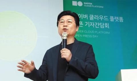 박원기 네이버비즈니스플랫폼(NBP) 대표가 17일 서울 강남구 사옥에서 열린 기자간담회에서 네이버의 클라우드 서비스 상품을 설명하고 있다.