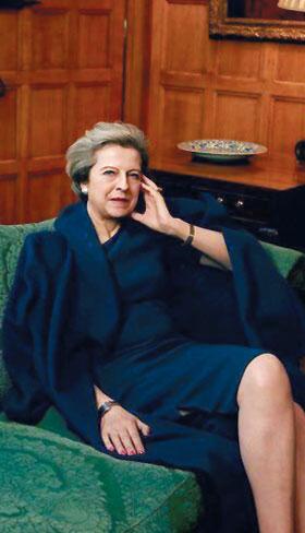 보그 미국판 4월호 표지에 등장한 테리사 메이 영국 총리 사진.