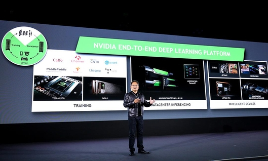 젠슨황 엔비디아 최고경영자(CEO)가 엔비디아 딥러닝 플랫폼에 대해 설명하고 있다. /엔비디아 블로그 캡처