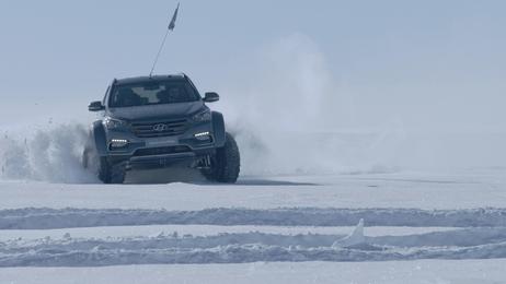 남극에서 싼타페 차량이 실제 주행하는 모습./현대자동차 제공