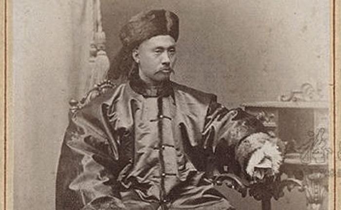1882년 스물세 살에 조선으로 들어오기 직전 원세개의 모습. 야심만만한 청년 장교였던 그는 갑신정변 진압을 주도한 후 조선을 근대적 식민지로 전환하려는 청나라 정책을 실행하는 주역을 맡아 1885년에서 1894년까지 무소불위의 권력을 휘둘렀다.