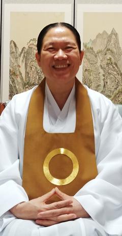 원불교는 교계 최대 명절인 대각개교절(28일)을 맞아 중앙총부가 있는 익산 일대에서 다양한 기념행사를 펼친다. 사진은 한은숙 교정원장.