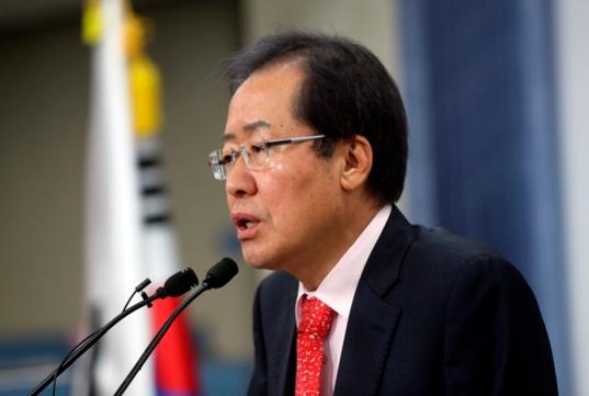 """홍준표 """"미국·중국과 통상은 자유무역주의로 대응해야"""""""