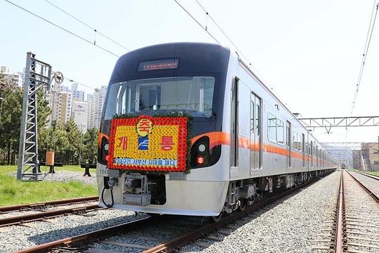 현대로템이 부산교통공사에 납품한 부산도시철도 1호선 스마트 전동차./현대로템 제공