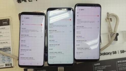 삼성전자 갤럭시S8 제품 중 일부에서 액정이 붉은빛이 도는 경우가 있어 소비자 불만이 제기되고 있다./인터넷 커뮤니티 캡쳐