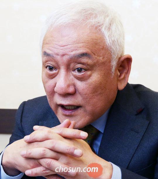 """김한길 전 의원은""""안철수는'보수 대표주자'의 프레임에 빠지면 안 된다""""고 말했다."""