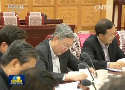 저우샤오촨 인민은행 총재가 25일 정치국 집체학습에서 금융감독 현황을 발표하고 있다./중국 CCTV