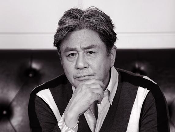 최민식이 영화 '특별 시민'의 닳고 닳은 시장 변종구 역할로 우리 시대 정치인과 선거판을 풍자한다.