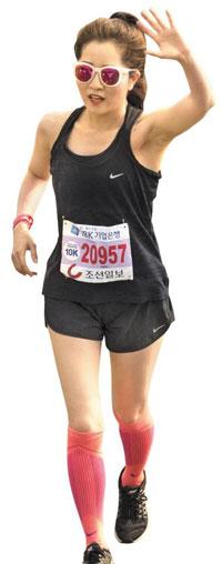 예쁜 운동복 입고 셀카 찍고… 하프마라톤, 여성의 놀이가 되다