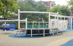 서울시가 작년에 동대문구 안골어린이공원에 조성한 창의놀이터.