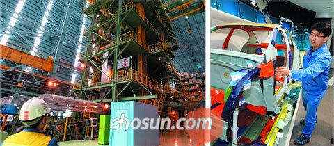 최근 완공한 포스코 광양제철소 제7CGL(용융아연도금강판) 공장에서 한 직원이 용융아연도금강판이 만들어지는 과정을 지켜보고 있다(왼쪽 사진).
