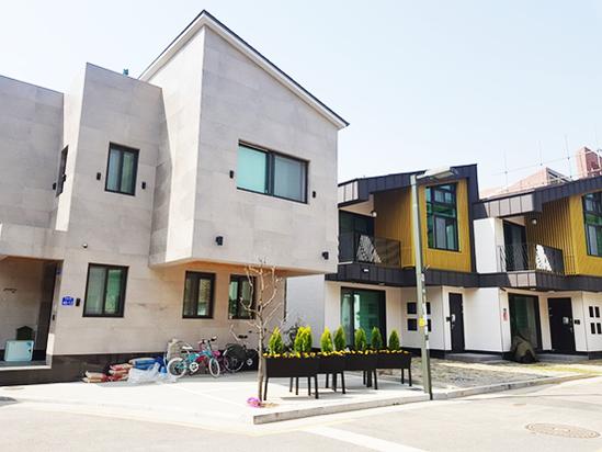 서울 은평뉴타운에 지어진 단독주택. /김수현 기자