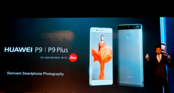 조니 라우 화웨이 컨슈머비즈니스그룹 한국지역 총괄이 2016년 11월 23일 오전 서울 JW 메리어트 동대문 스퀘어 호텔에서 열린 프리미엄 스마트폰 론칭 행사에 참석해 'P9'과 'P9 플러스'를 소개하고 있다. / 전준범 기자