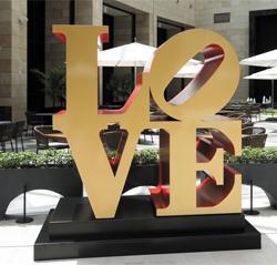 로버트 인디애나의 조각품 'LOVE'.
