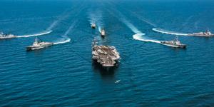 미국의 핵 추진 항공모함 칼빈슨 전단이 최근 동해에서 한·미연합훈련을 하는 모습.