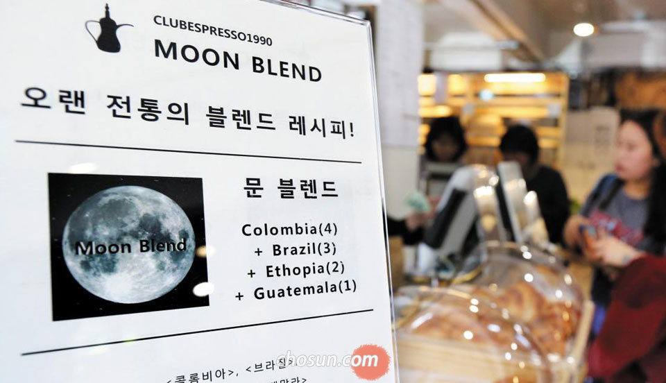 [NOW] 문재인 커피·달력… '文전성시'