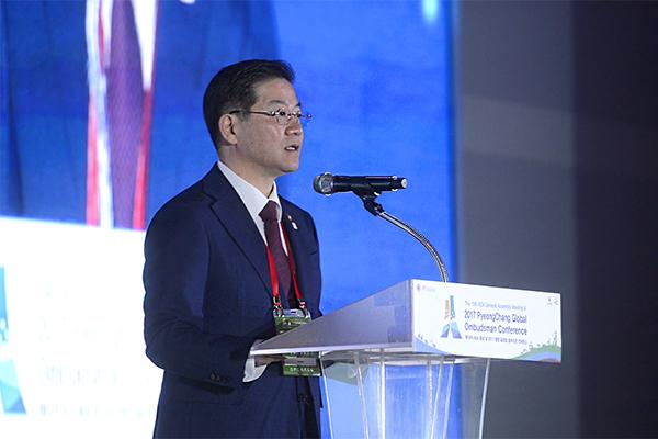 성영훈 국민권익위원장이 컨퍼런스에서 개회사를 하고 있다.