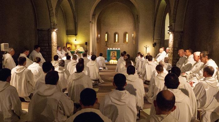 테제공동체에서는 하루 3차례 모든 수사가 참석하는 기도회가 열린다.