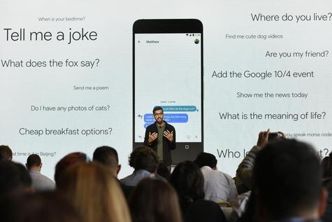 미국 캘리포니아 마운틴뷰에서 열린 구글 연례개발자회의(I/O)에서 선다 피차이 CEO가 구글 어시스턴트 기능을 소개하고 있다. / 블룸버그 제공