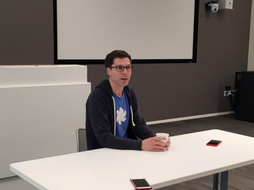 클레이 베이버(Clay Bavor) 구글 VR 및 AR 부문 부사장이 아시아지역 기자들과 질의응답중인 모습. /마운틴뷰=김범수 기자