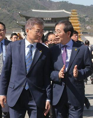 문재인 대통령과 박원순 서울시장. /성형주 기자