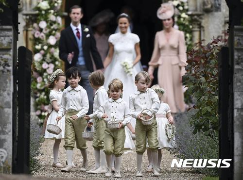 英조지 왕자· 샬럿 공주, 이모 결혼식서 '꽃 뿌리는 아이들'