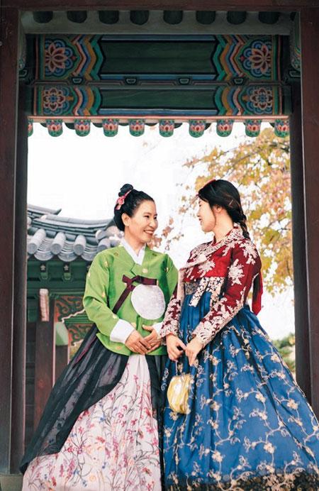 어머니와 경복궁에서 한복 입고 촬영한 김다혜씨.
