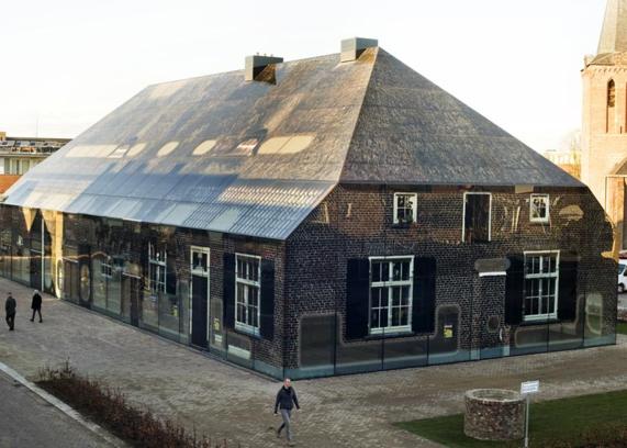 비니 마스가 네덜란드 소도시에 설계한 글래스팜 프로젝트. 전통 농가의 모습을 재현한 유리 건물 글래스팜은 지역 주민들의 많은 공감을 끌어냈다.