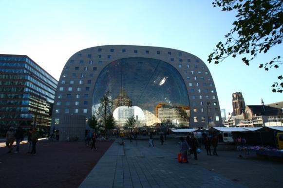 전통 시장을 새롭게 접근한 비니 마스의 마켓홀 프로젝트. 백화점보다 세련돼 보인다.