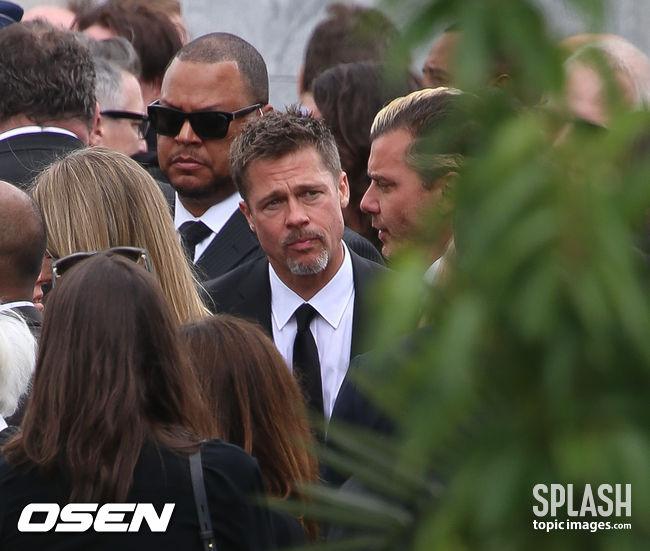 [Oh!llywood]'충격과 슬픔'..브래드 피트, 절친 크리스 코넬 장례식 참석