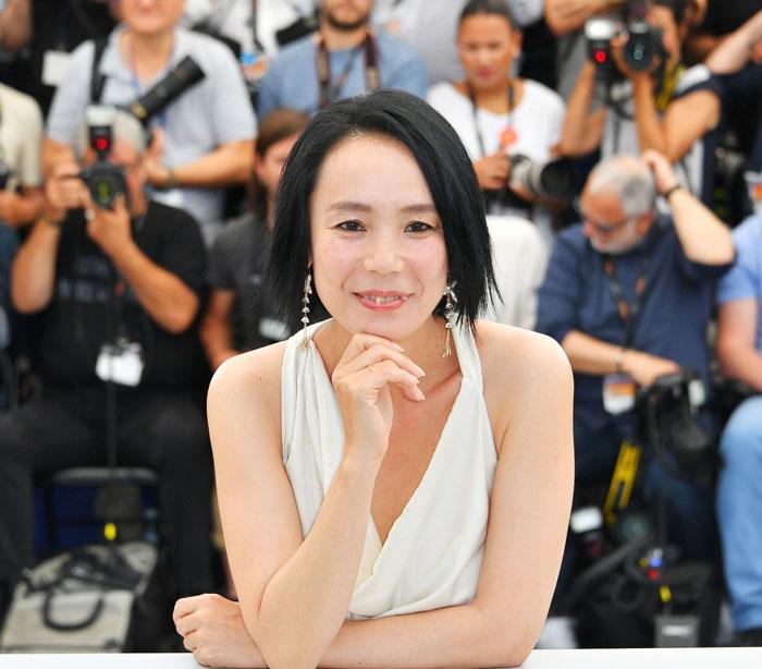 """가와세 나오미 감독은""""영화는 빛""""이라며""""거기에 뭔가를 실어 보내는 사람이 감독""""이라고 했다."""