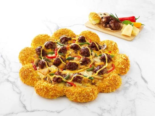 피자헛이 오는 18일 출시하는 신메뉴 '크런치 치즈 스테이크'./피자헛 제공