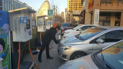 베이징 왕징에 있는 공유 자동차. QR코드 읽는 것으로 결제 절차가 끝난다./베이징=오광진 특파원