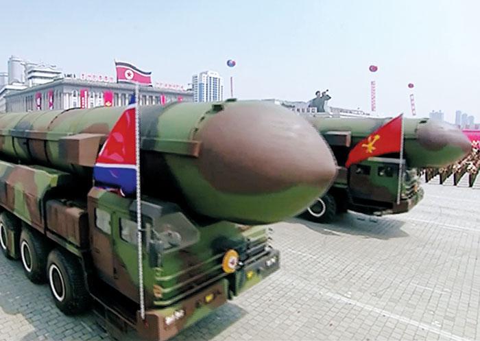 지난 4월 15일 김일성 탄생 105주년을 맞아 북한이 조선중앙TV를 통해 공개한 신형 대륙간탄도미사일(ICBM).
