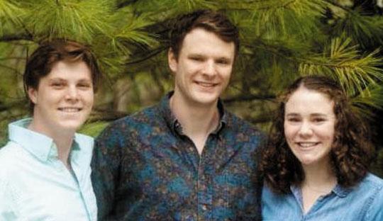 2남 1녀 중 장남인 오토 웜비어(가운데)가 여동생 조앤(오른쪽), 남동생 오스틴(왼쪽)과 함께 찍은 사진.
