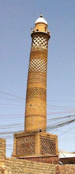 이라크 ?피사(Pisa)의 사탑?으로 불리는 알누리 모스크의 미나렛(탑)이 IS에 의해 파괴되기 전 모습