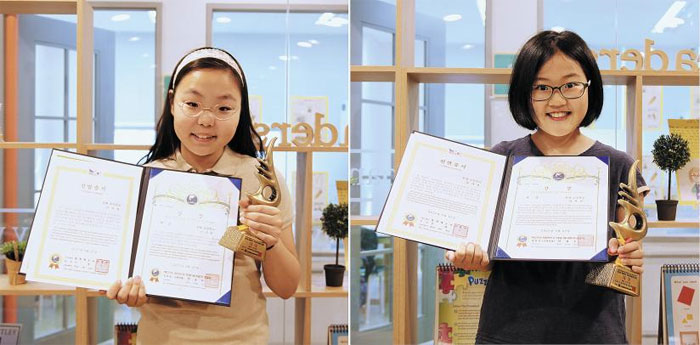 제22회 대한민국 학생 영어 말하기 대회에서 대상을 받은 YBM ECC 송도캠퍼스 이수영(왼쪽)·유서진양.