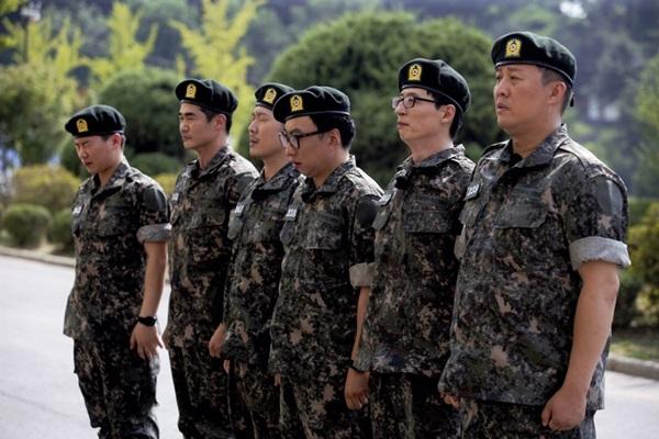 '무한도전' 5人+배정남, 신병교육대 입소 '군기바짝'