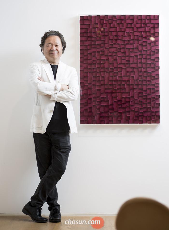 리안갤러리 서울에서 만난 미술평론가 윤진섭씨.