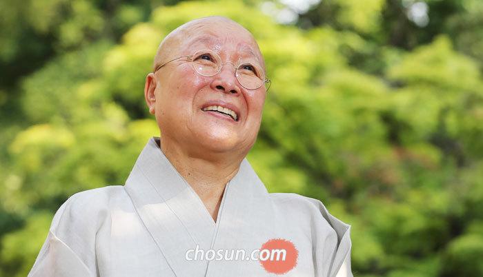 법념 스님은 20대 후반에 3년간 시봉했던 향곡 스님을 알리기 위해 글쓰기 공부를 해서 책을 썼다.