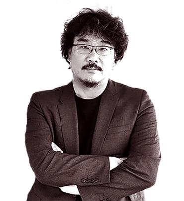 봉준호는 연세대 사회학과와 영화 아카데미를 졸업했으며, 데뷔작인 옴니버스 단편 영화 '지리멸렬'에서부터 한국 사회의 위선을 통렬하게 풍자했다./사진 제공=NEW
