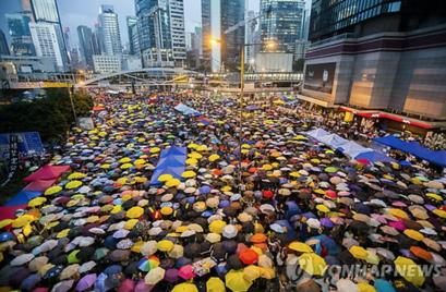 2014년 중국 정부가 홍콩 행정장관 직선제 약속을 파기하자 터진 우산혁명 시위./EPA연합뉴스