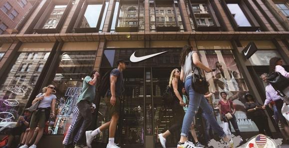 미국 뉴욕의 나이키 매장. 나이키는 최근 전체 고용 인력의 2%에 해당하는 1400명을 감원한다고 발표했다./ 연합뉴스 제공