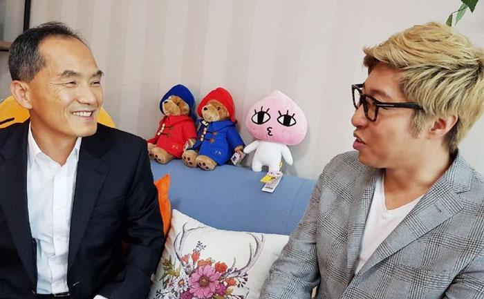 '1인 미디어의 최고 강자' 대도서관(오른쪽)