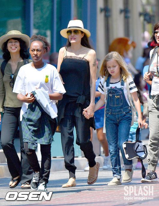 [Oh!파라치] 안젤리나 졸리, 자녀들 생일 맞아 디즈니랜드行 '행복 일상'