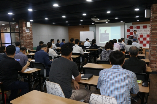 이경희 한국창업전략연구소장이 조선비즈 창업스쿨 1기 과정의 연사로 나섰다./한국창업전략연구소 제공
