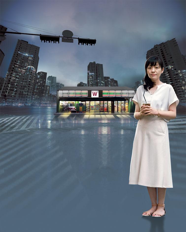소설'편의점 인간'을 써 일본 순수문학을 대표하는 아쿠타가와상을 받은 무라타 사야카는 요즘도 일주일에 사흘은 도쿄의 어느 편의점에서 아르바이트를 한다.